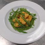 Süßkartoffelgnocchi mit veganem Rucolapesto