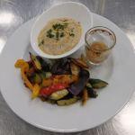 Marokkanisches Ofengemüse mit Bohnencreme und Zitronen-Chili-Relish